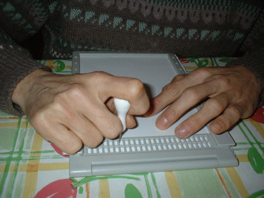 scrittura con macchina braille